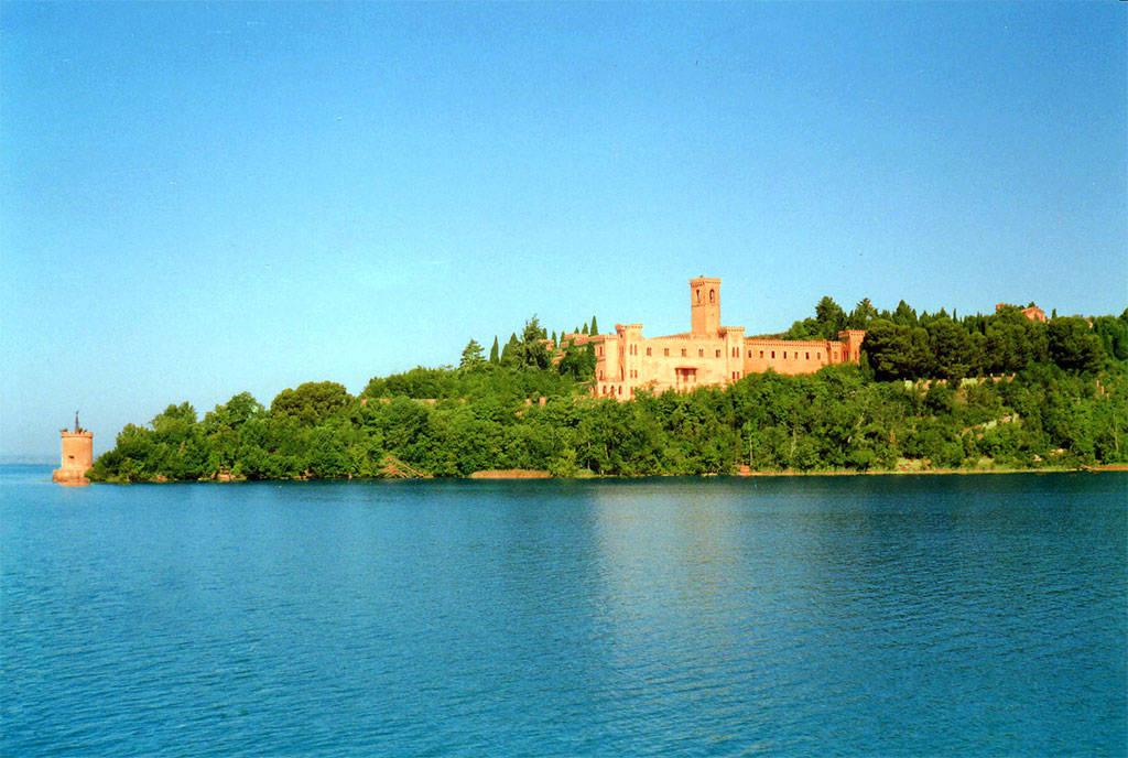 Castello Guglielmi Isola Maggiore sul Lago Trasimeni