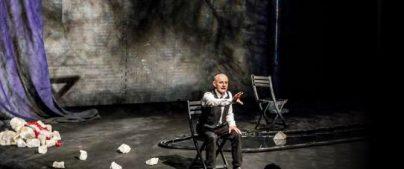 Panicale: Teatro, un appassionato Cederna porta in scena la poesia di Testa