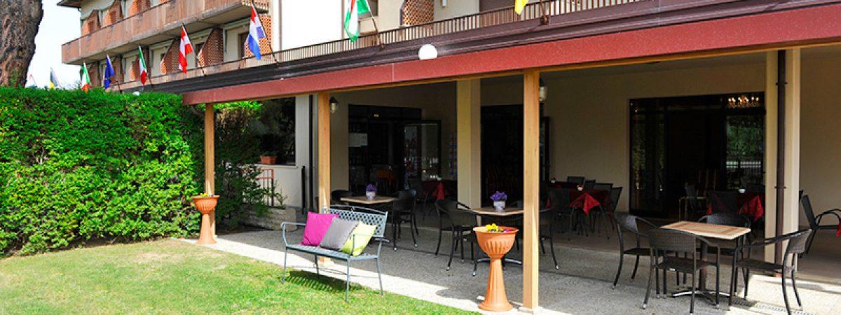 bar_con_veranda_e_giardino