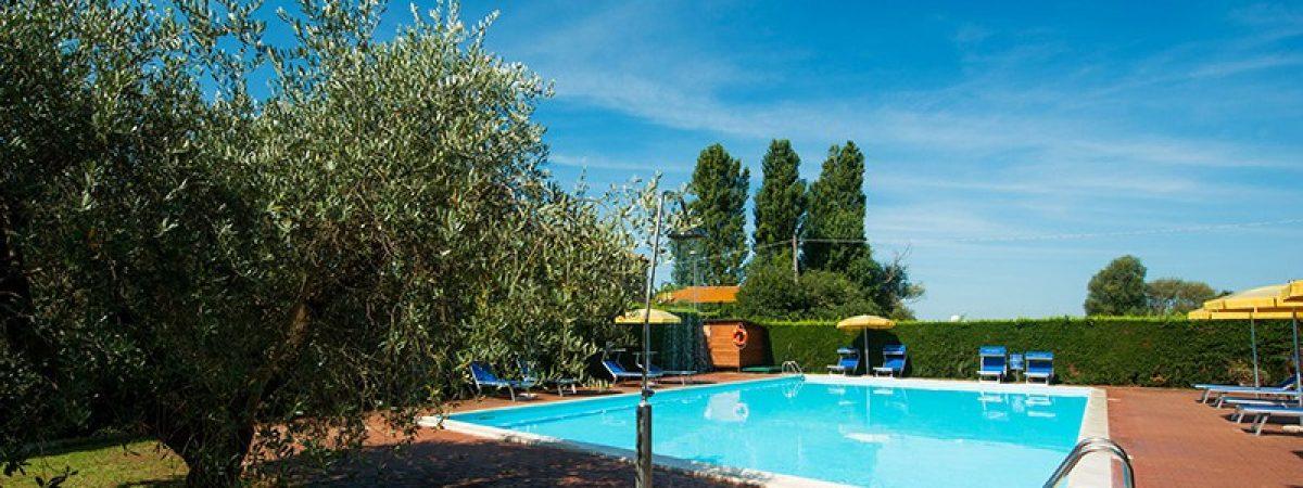 piscina_01-hotel_torricella_sul_lago_trasimeno-800x500
