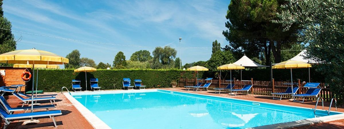 piscina_02-hotel_torricella_sul_lago_trasimeno-800x500