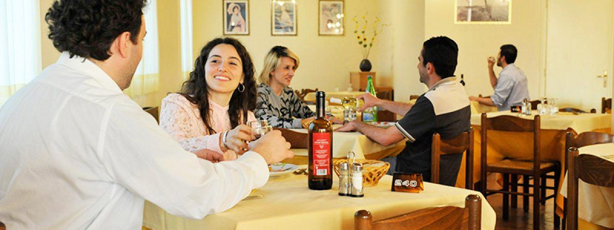 ristorante_con_selezione_vini_del_territorio