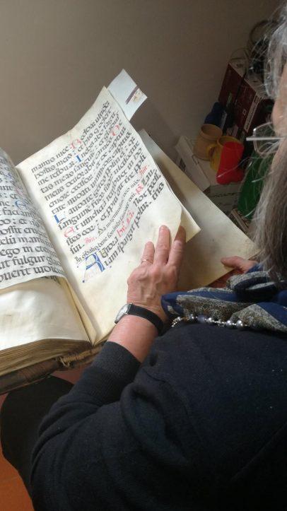 Il Comune di Paciano lancia campagna fondi per restaurare testo liturgico in pergamena del XIV secolo