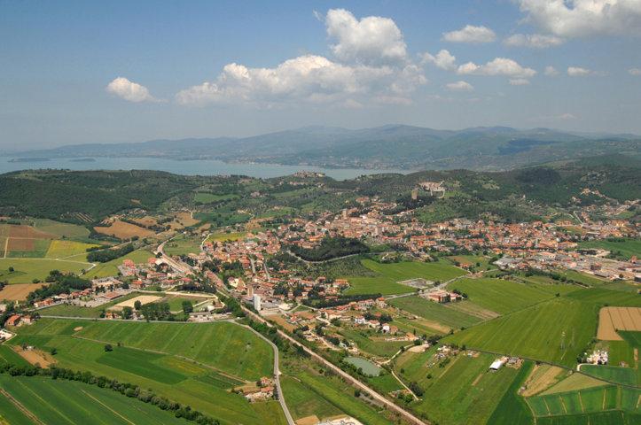 Vista dall'alto - panorama del pian del carpine e Trasimeno