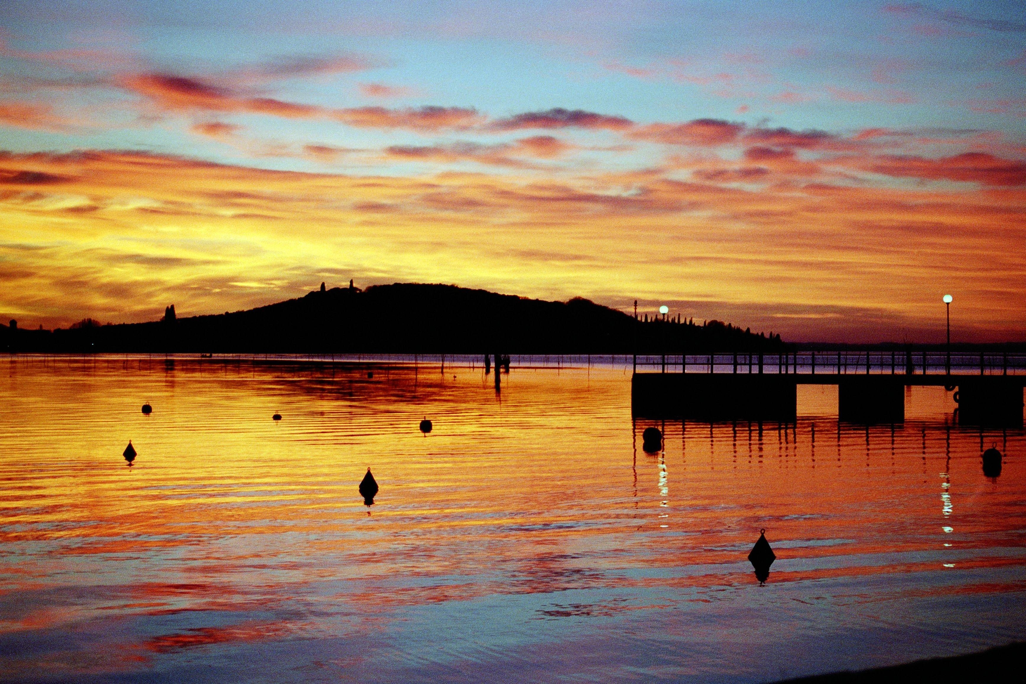 San Feliciano - Magione : foto del tramonto su isola Polvese